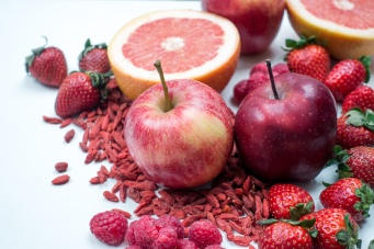 foodiesfeed.com_red-apples-with-other-red-fruit